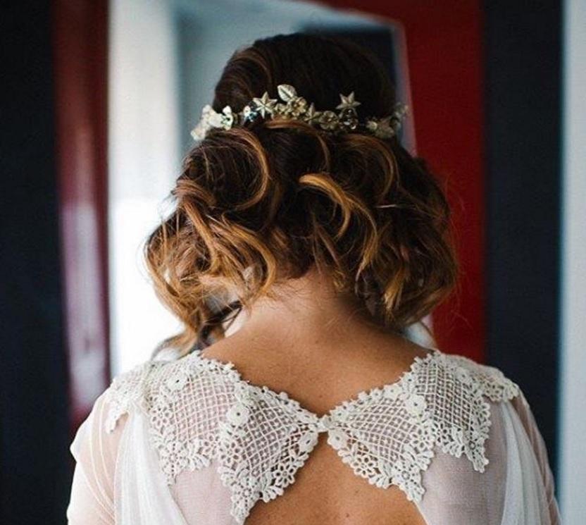 Peinados de Novia_Recogido Flores Querida Valentina bajo