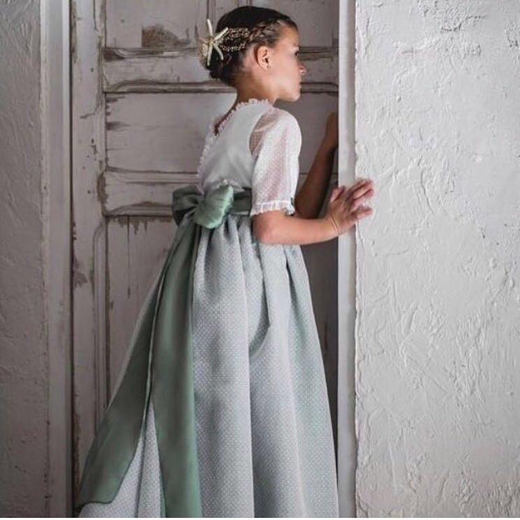 vestir a un niño en bodas