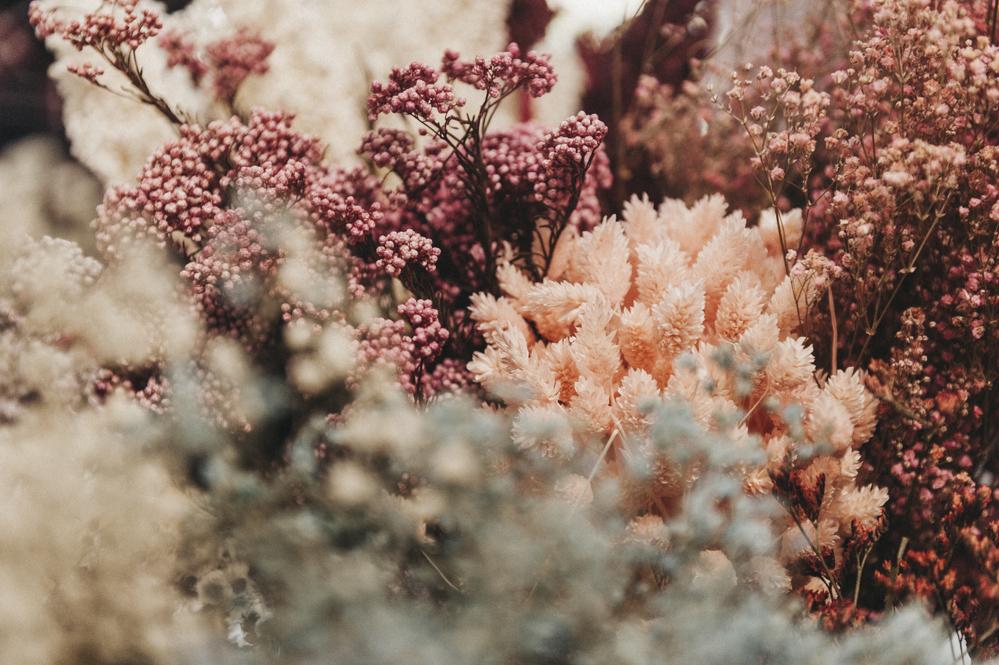 Taller Floral Con Flores En El Columpio